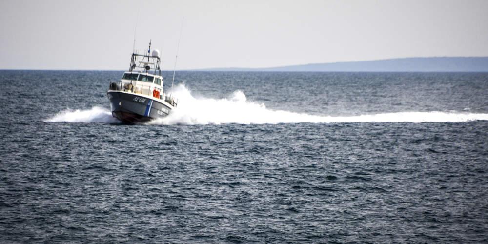 Συναγερμός για ακυβέρνητο σκάφος με 55 μετανάστες στον Κυπαρισσιακό κόλπο