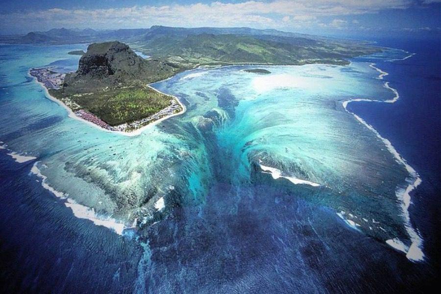 Ένας «καταρράκτης» μέσα στον ωκεανό