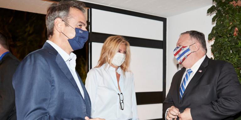 Χανιά: Ο Μάικ Πομπέο στο σπίτι του πρωθυπουργού -Τον υποδέχθηκαν Κυριάκος και Μαρέβα Μητσοτάκη