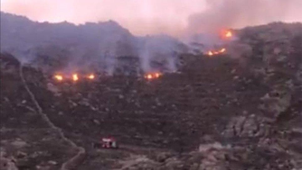 Μεγάλη φωτιά στη Μύκονο – Δείτε βίντεο