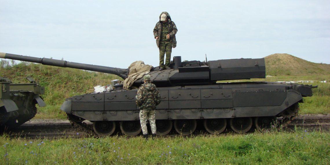 Τι δουλειά έχει ένα τεχνητό πυρηνικό μανιτάρι σε στρατιωτικό κέντρο εκπαίδευσης; Μόνο οι Ρώσοι ξέρουν (pics)