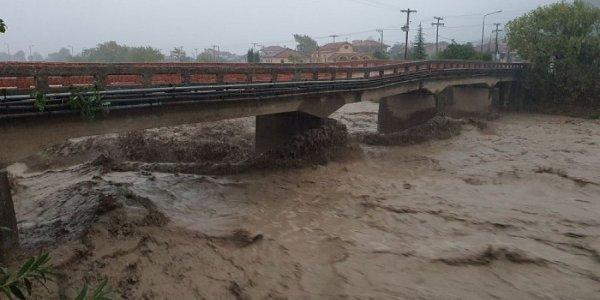 Κακοκαιρία Ιανός: Βιβλικές καταστροφές σε Καρδίτσα, Φάρσαλα – Φόβοι και για άλλους αγνοούμενους