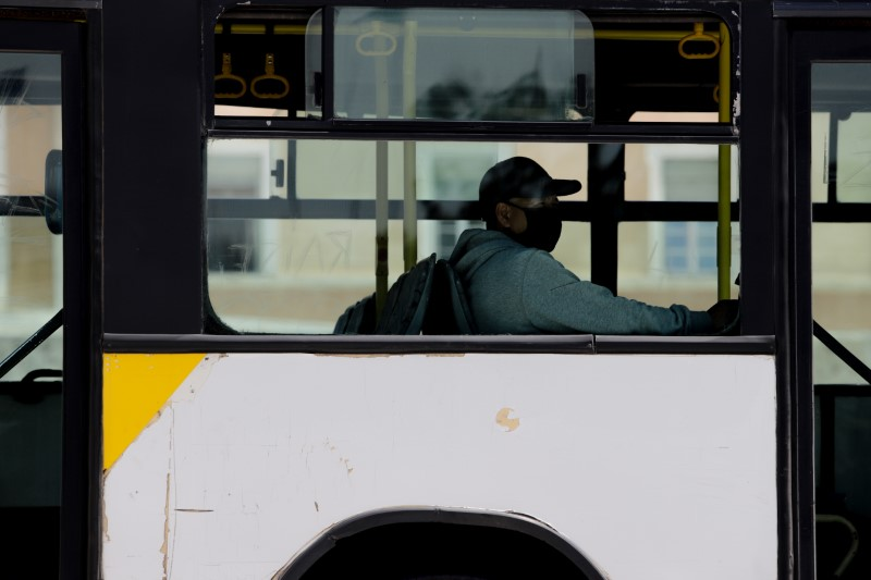 Κορωνοϊός -Δερμιτζάκης: Μη συγκρίνετε τα μέτρα για Μέσα Μεταφοράς, σχολεία -Το σκεπτικό των επιστημόνων