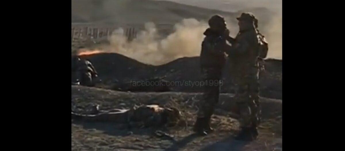 Συγκλονιστικό βίντεο: Αρμένιος στρατιώτης αναφέρεται σε αξιωματικό διπλά σε νεκρούς συμπολεμιστές του