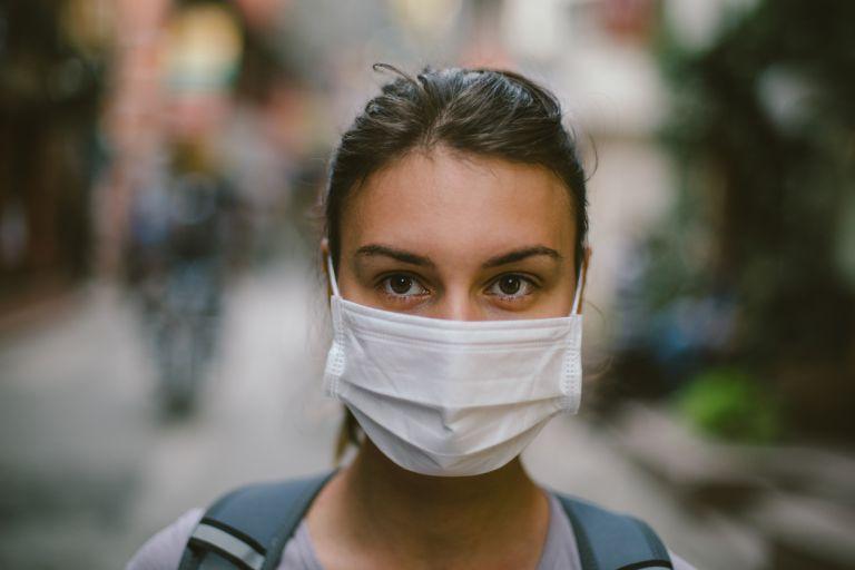 Κοροναϊός : Πώς να φοράτε σωστά τη μάσκα μας