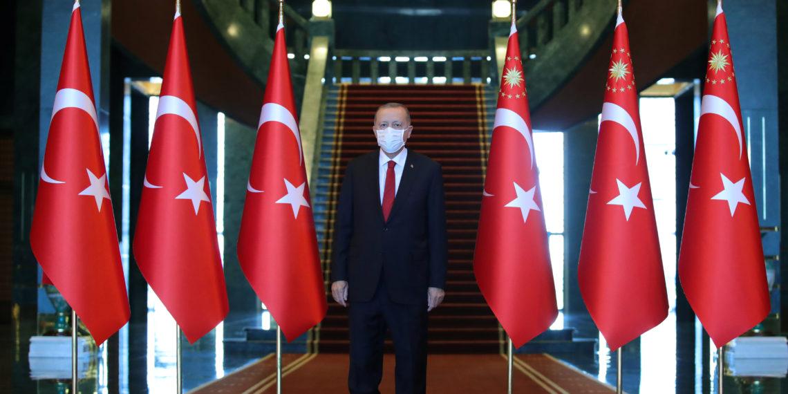 Οργή στην Τουρκία! Εν μέσω οικονομικής κρίσης ο Ερντογάν αύξησε τον μισθό του – Πόσα παίρνει ο σουλτάνος