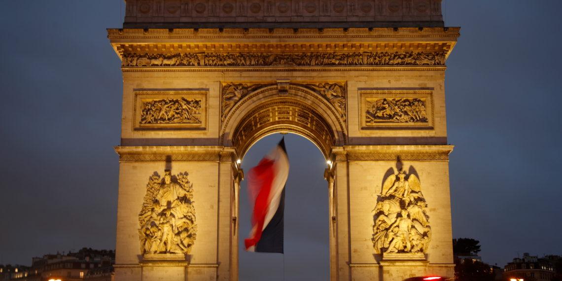 Συναγερμός στο Παρίσι! Τσάντα με πυρομαχικά στον Άιφελ και εκκένωση της Αψίδας του Θριάμβου (pics)