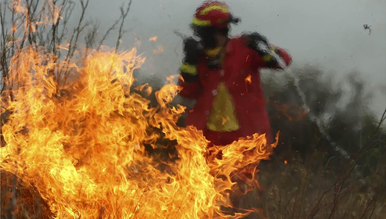 Μεγάλη φωτιά κοντά στο Πεδίο Βολής των Γουβών – Κλήθηκε ασθενοφόρο