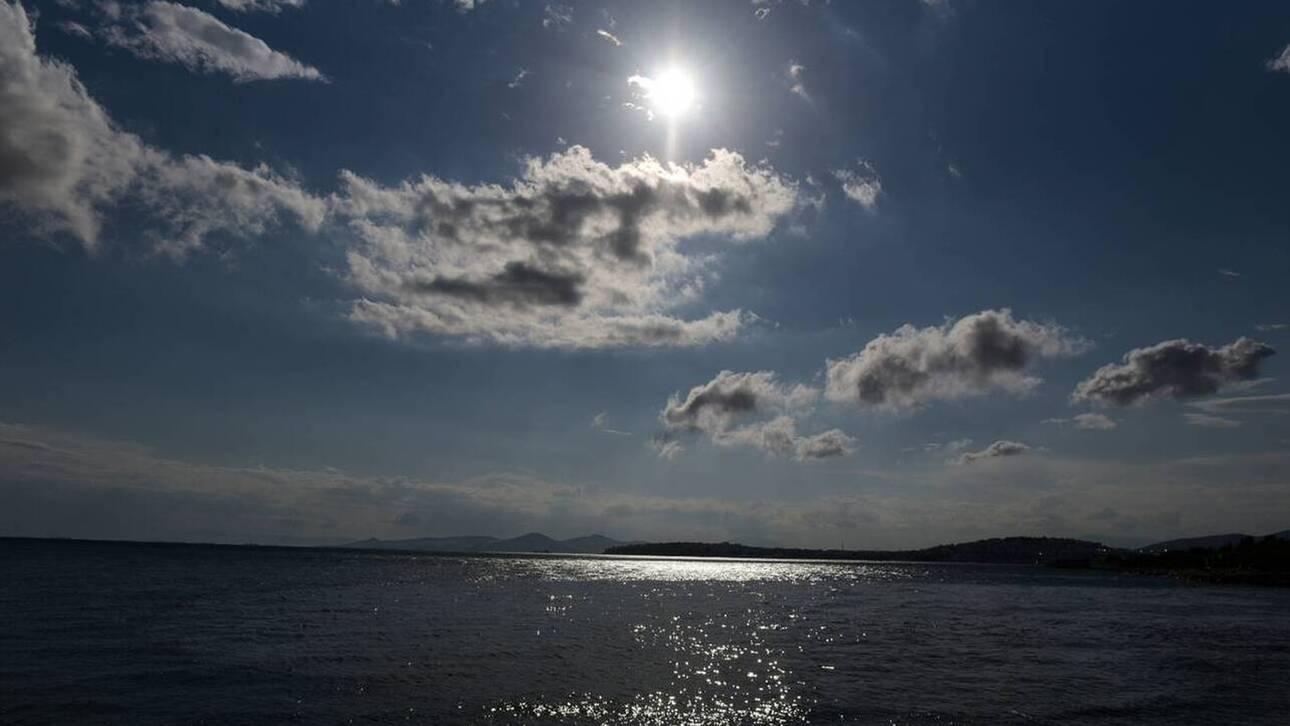 Καιρός: «Εισβολή» θερμών αέριων μαζών – Πότε ξεκινά ο μίνι καύσωνας του Οκτωβρίου