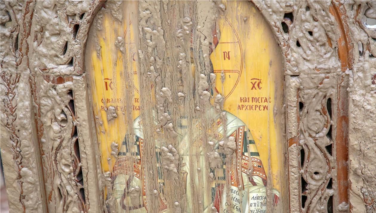 «Χάθηκε» στη λάσπη το εκκλησάκι του Αγίου Ιωάννη – Πως σώθηκε η εικόνα
