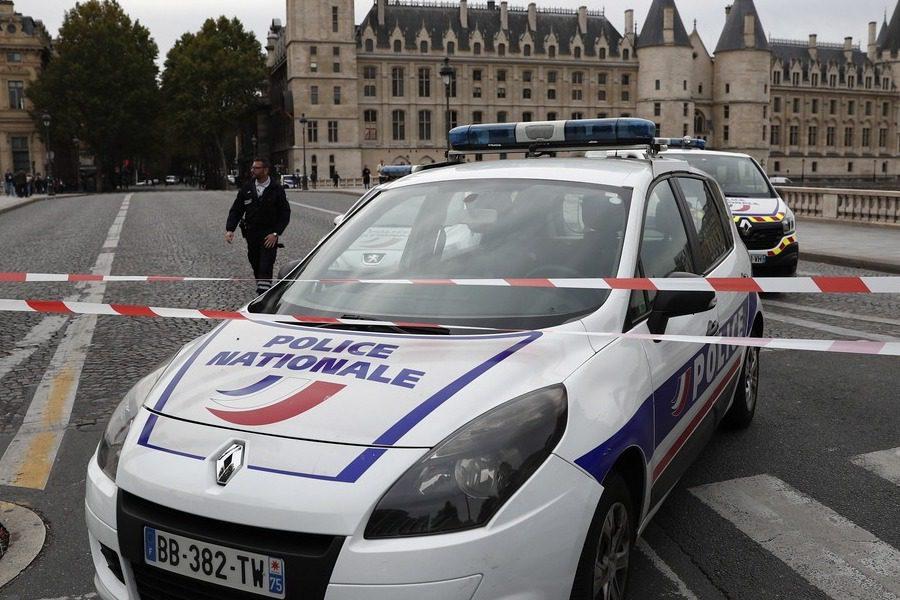 Παρίσι: Ένοπλος αποκεφάλισε άντρα φωνάζοντας «αλλαχού άκμπαρ»