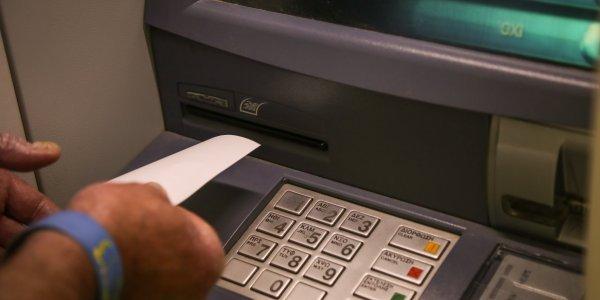 Συντάξεις Νοεμβρίου: Γιατί δεν πιστώθηκαν στους συνταξιούχους ΙΚΑ, Τραπεζών, ΟΤΕ με ζυγό ΑΜΚΑ