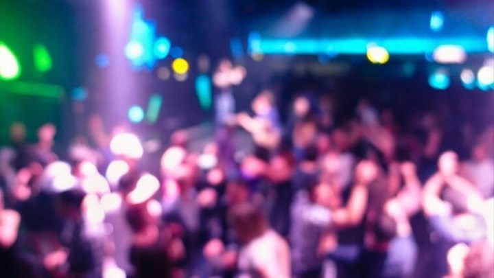 """Κορονοϊός - Χαλκίδα: Αγνόησαν τα μέτρα και έκαναν πάρτι - """"Βαριά"""" πρόστιμα σε δύο νυχτερινά μαγαζιά"""