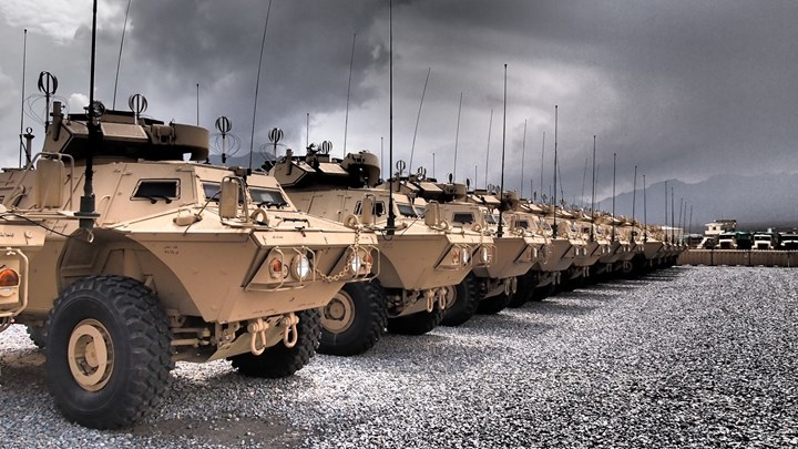 Ο Στρατός παραλαμβάνει τον Δεκέμβριο τα πρώτα 80 θωρακισμένα Μ1117