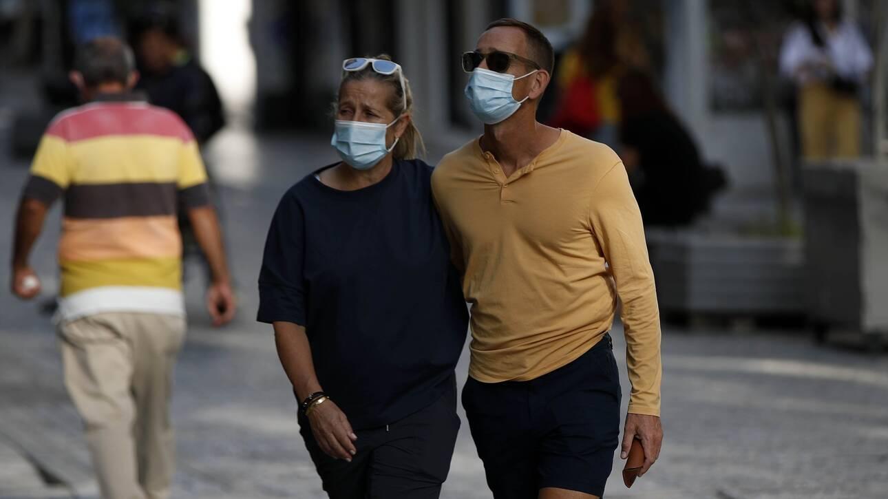 Κορωνοϊός - Βατόπουλος: Υπάρχει σενάριο να φοράμε μάσκες μέχρι το 2022