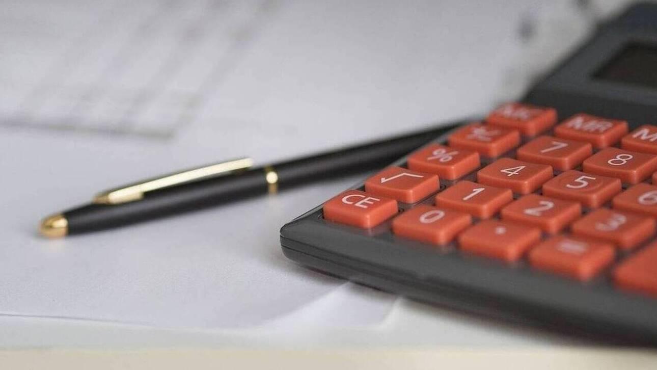 Εισφορά αλληλεγγύης: Ποιοι και πόσα κερδίζουν από το «πάγωμα» του φόρου για ένα έτος