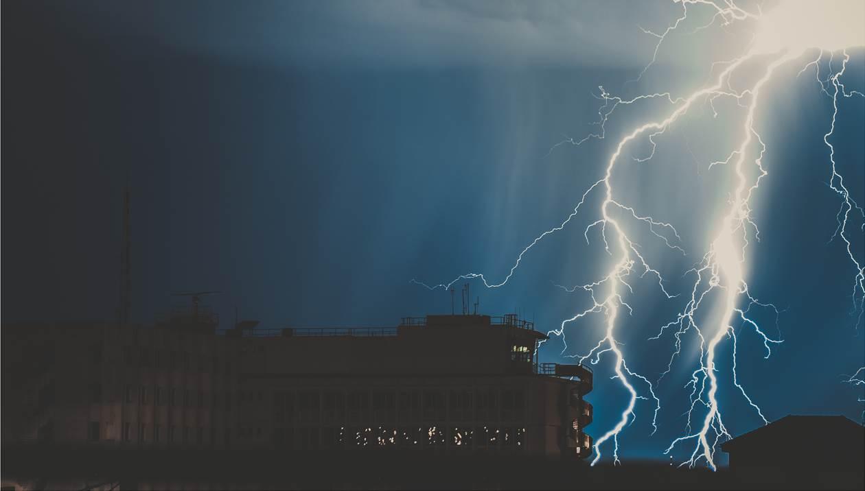 «Πυρήνες καταιγίδων» έπληξαν την Κρήτη – Σε ποιες περιοχές