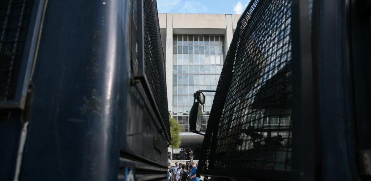 Δίκη Χρυσής Αυγής: Αντιεξουσιαστές σε ταράτσες γύρω από το Εφετείο – Συναγερμός στην ΕΛ.ΑΣ.