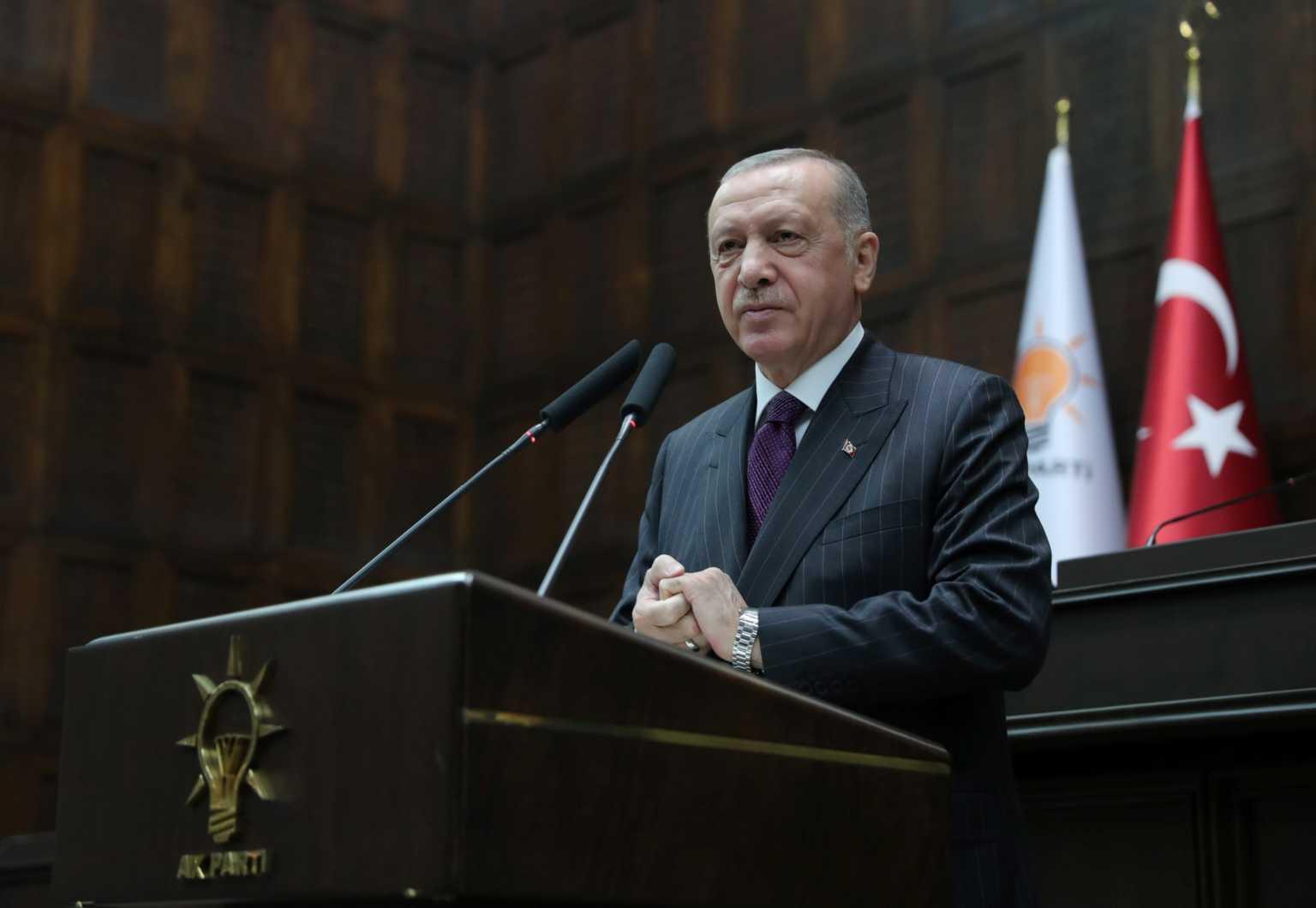 Ο Ερντογάν σηκώνει το «γάντι»! Επίθεση στον Μακρόν στο όνομα του Ισλάμ