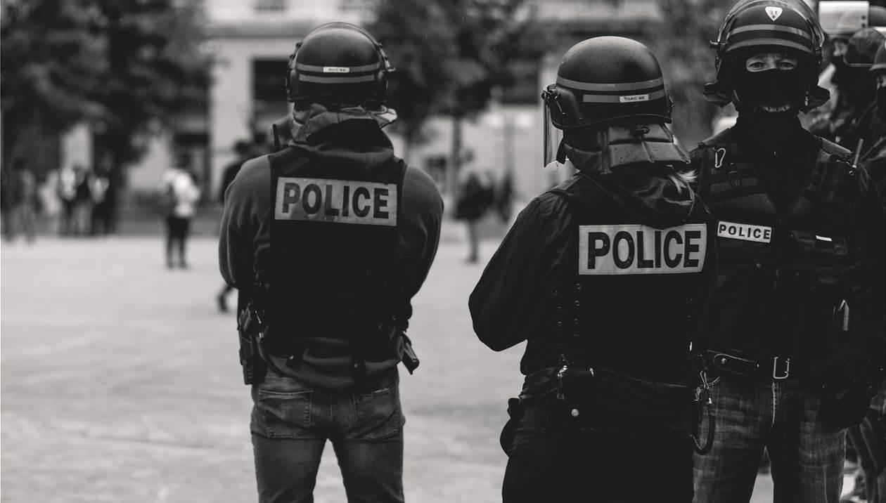 Κρητικός ο ιερέας που δέχτηκε επίθεση στη Λιόν – Φέρει βαριά τραύματα