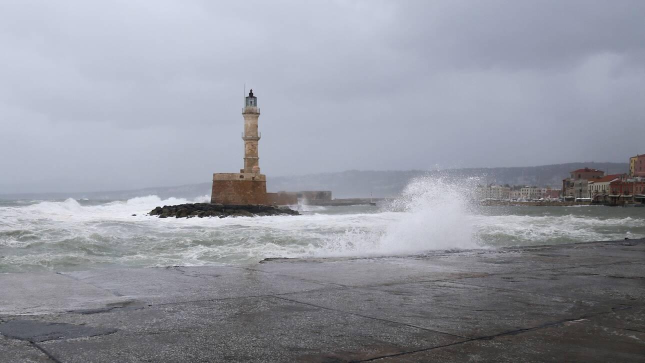 Κακοκαιρία στην Κρήτη: Δρόμοι «ποτάμια», ζημιές και εγκλωβισμοί στα Χανιά