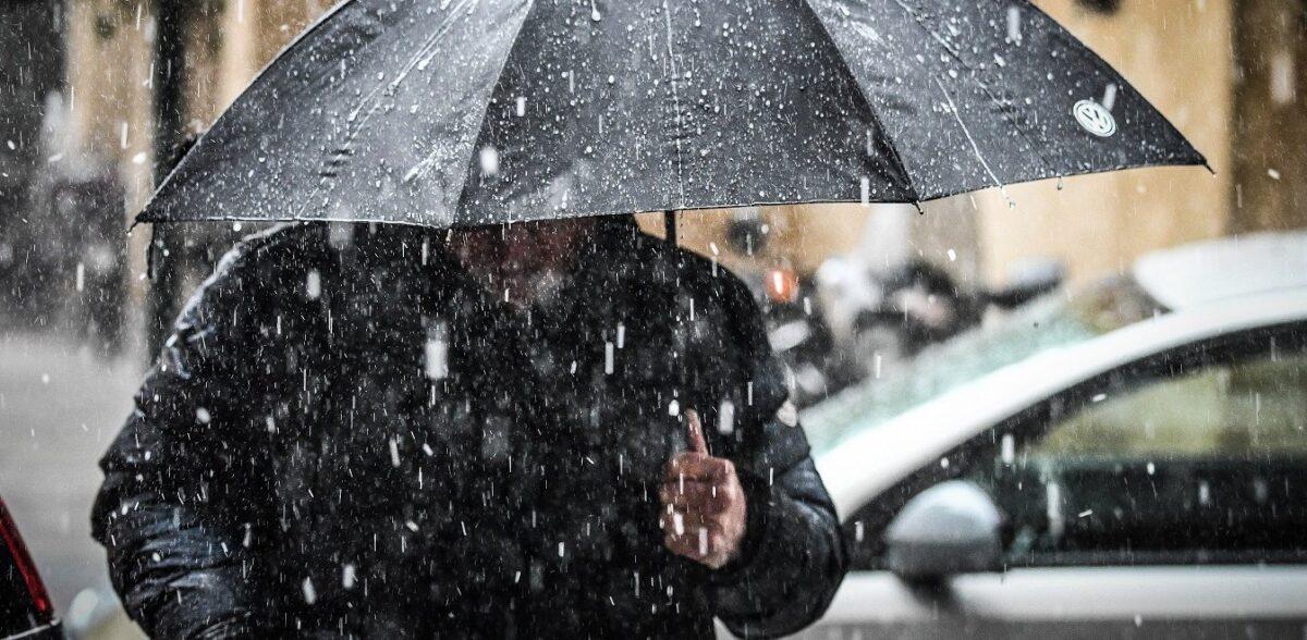 Καιρός: Βροχές και καταιγίδες σε κακοκαιρία εξπρές – Πού θα «χτυπήσει»