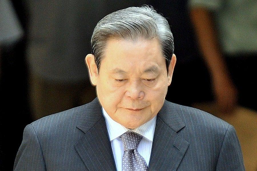 Πέθανε ο πρόεδρος της Samsung