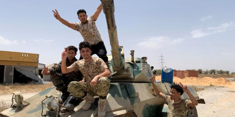 Λιβύη: Η ΕΕ χαιρετίζει την συμφωνία κατάπαυσης του πυρός – Καλεί σε άμεση αποχώρηση τους «ξένους μαχητές»