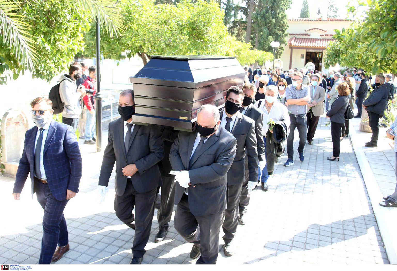 Κώστας Μπατής: Βουβός πόνος στην κηδεία του (pics)