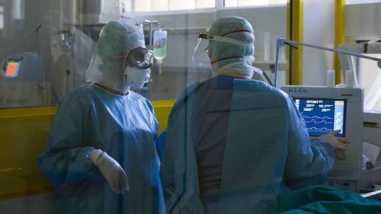 Κορωνοϊός: Στους 553 οι νεκροί – Κατέληξαν τέσσερις ασθενείς τις τελευταίες ώρες