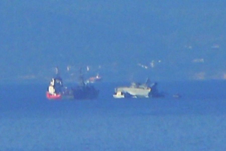 Πειραιάς: Πλοίο του πολεμικού ναυτικού συγκρούστηκε έξω από το λιμάνι