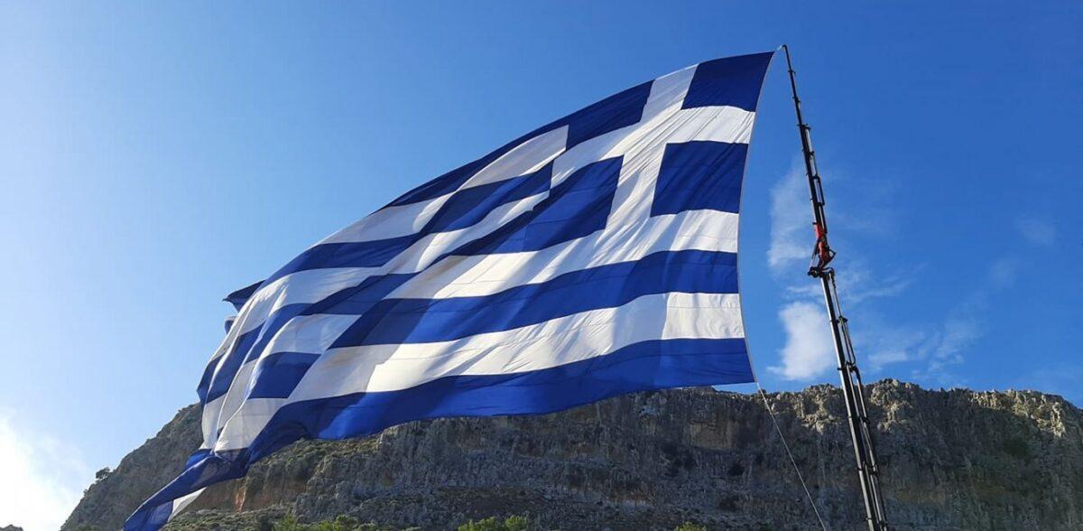 Ο Μανώλης Βουτσαλάς μίλησε για το μήνυμα της σημαίας από το ακριτικό Καστελλόριζο