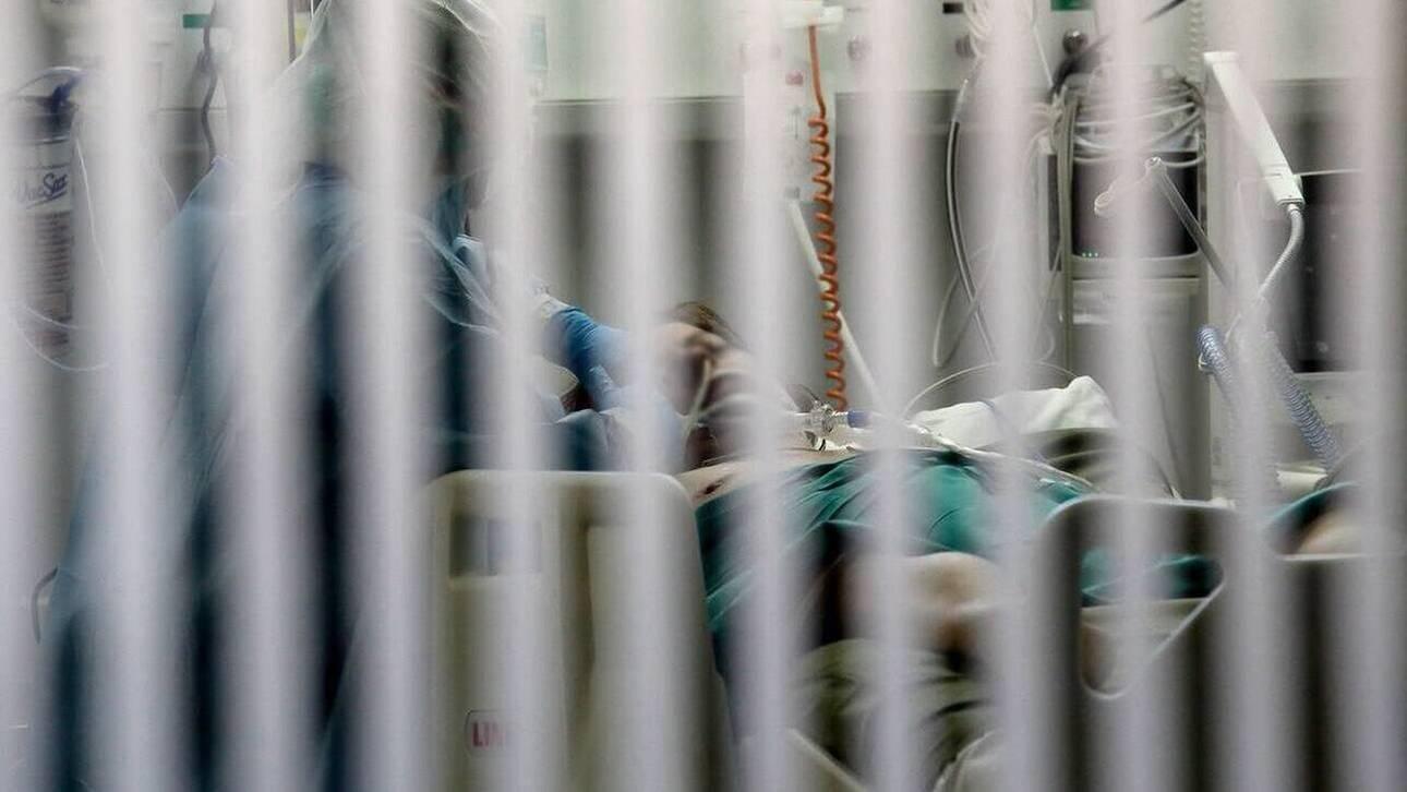 Κορωνοϊός: Στο «κόκκινο» το σύστημα υγείας – Μεγάλος αριθμός νοσηλευομένων και ανησυχία για τις ΜΕΘ