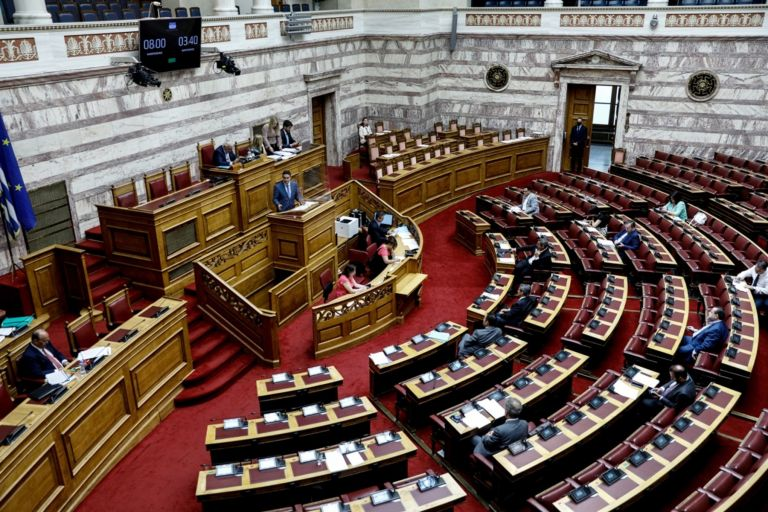 Κορωνοϊός – Συναγερμός στη Βουλή: Βρέθηκαν τέσσερα κρούσματα
