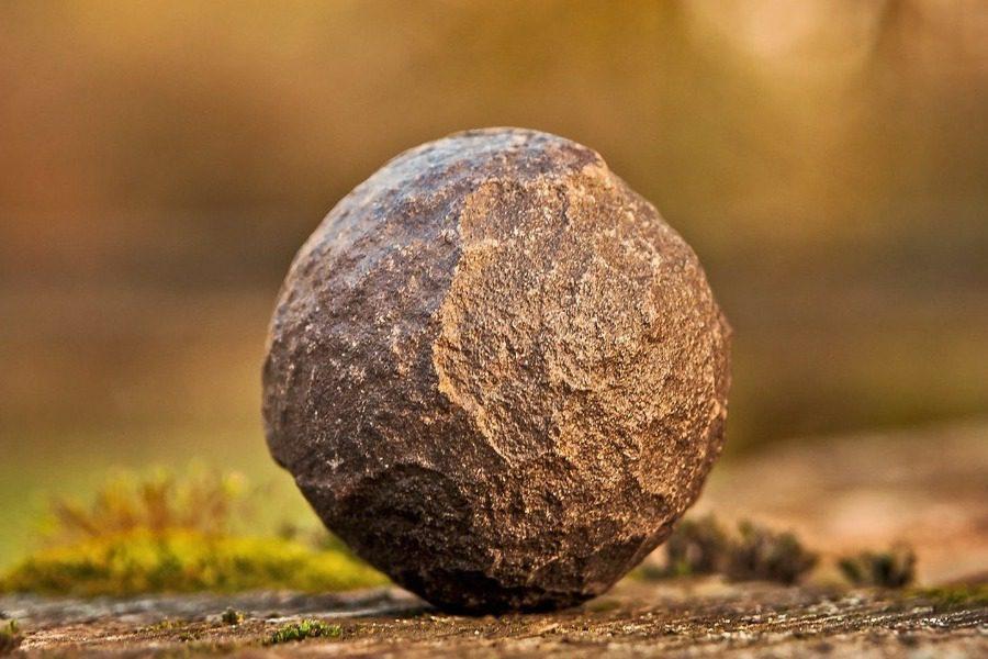 Η πέτρα που έπεσε στη στέγη του τον έκανε εκατομμυρίουχο