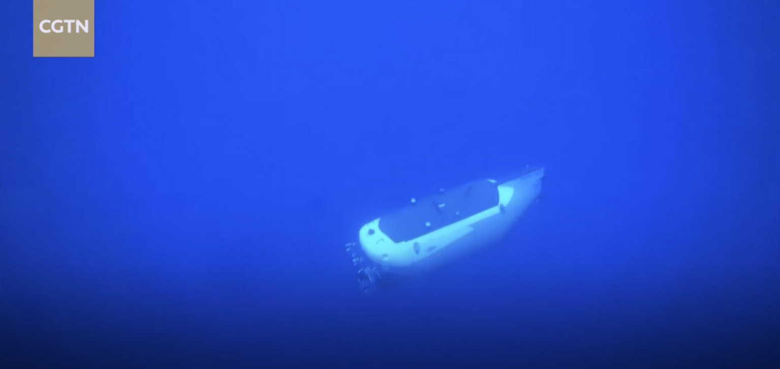 Κίνα: Έστειλε επανδρωμένο υποβρύχιο στα βαθύτερα νερά του πλανήτη – Απόκοσμες εικόνες (video)