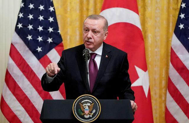 Ο Ερντογάν επιμένει επιθετικά ενώ οι κυρώσεις πλησιάζουν την Τουρκία