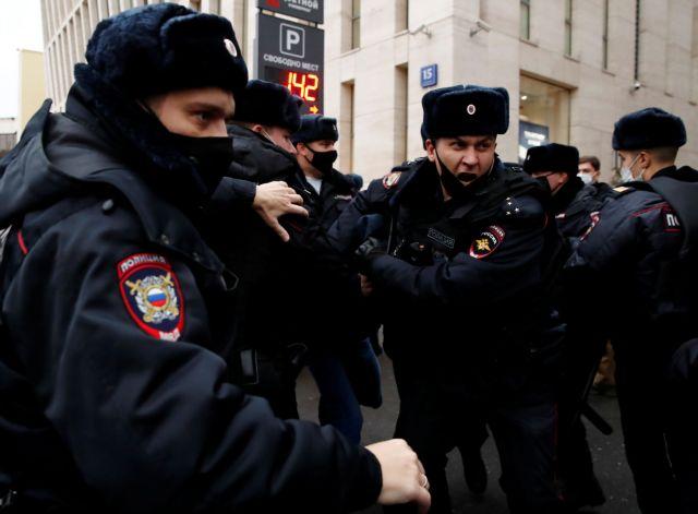 Αγία Πετρούπολη : Άνδρας με τσεκούρι κρατάει ομήρους έξι παιδιά
