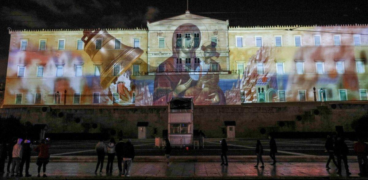 Βουλή: Οπτικό αφιέρωμα στις Ένοπλες Δυνάμεις στην πρόσοψη του κτιρίου