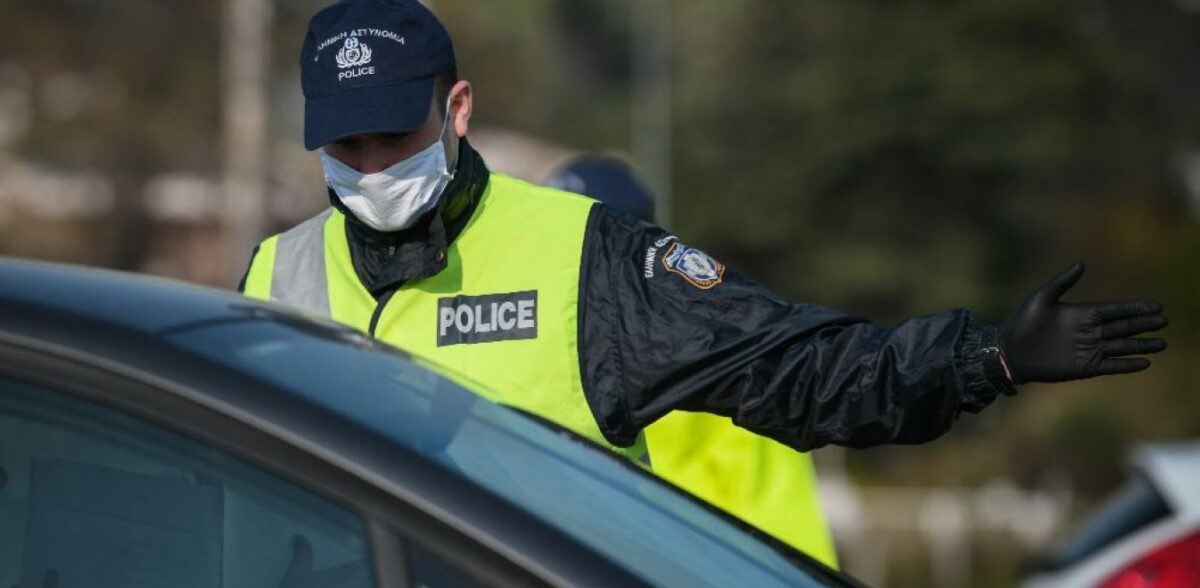 Μάσκα στα αυτοκίνητα: Σε ποιες περιπτώσεις είναι υποχρεωτική – Πότε το πρόστιμο είναι διπλάσιο
