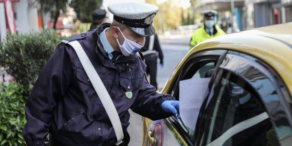Lockdown: Πόσοι επιβάτες επιτρέπονται σε ΙΧ αυτοκίνητα και ταξί