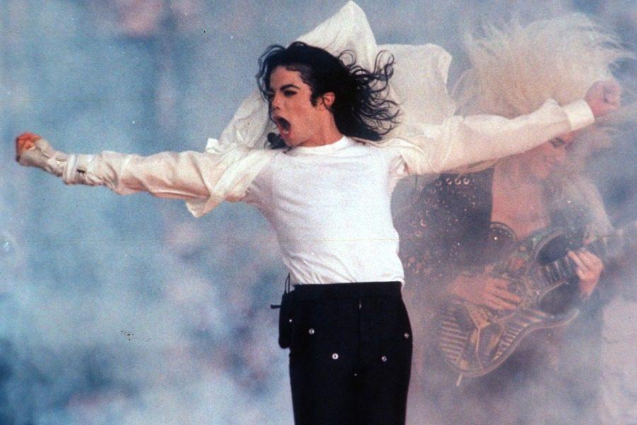 Πώς ο Michael Jackson «έβγαλε» 2 δισεκατομμύρια δολ. μετά θάνατον