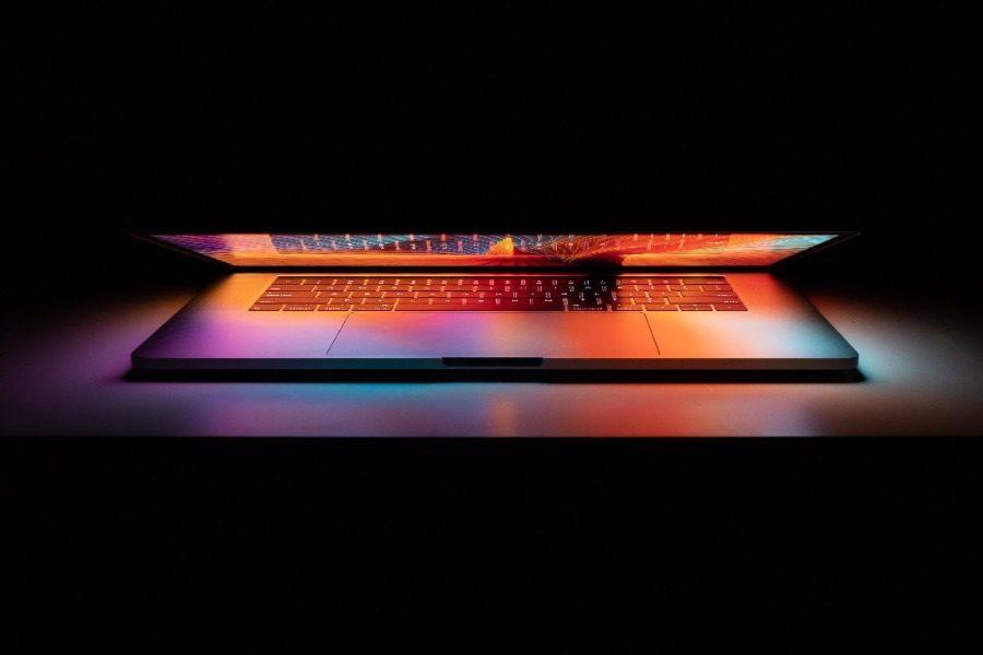 Τι πρέπει να κάνεις κάθε βράδυ στον υπολογιστή σου αλλά μάλλον το ξεχνάς