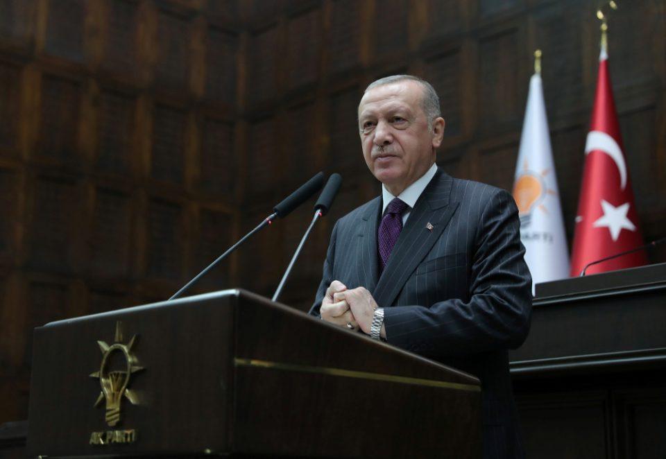 «Μια στο καρφί και μια στο πέταλο»: Ο Ερντογάν καλεί σε διάλογο την Ε.Ε. την ώρα που συνεχίζει τις προκλήσεις με το Oruc Reis
