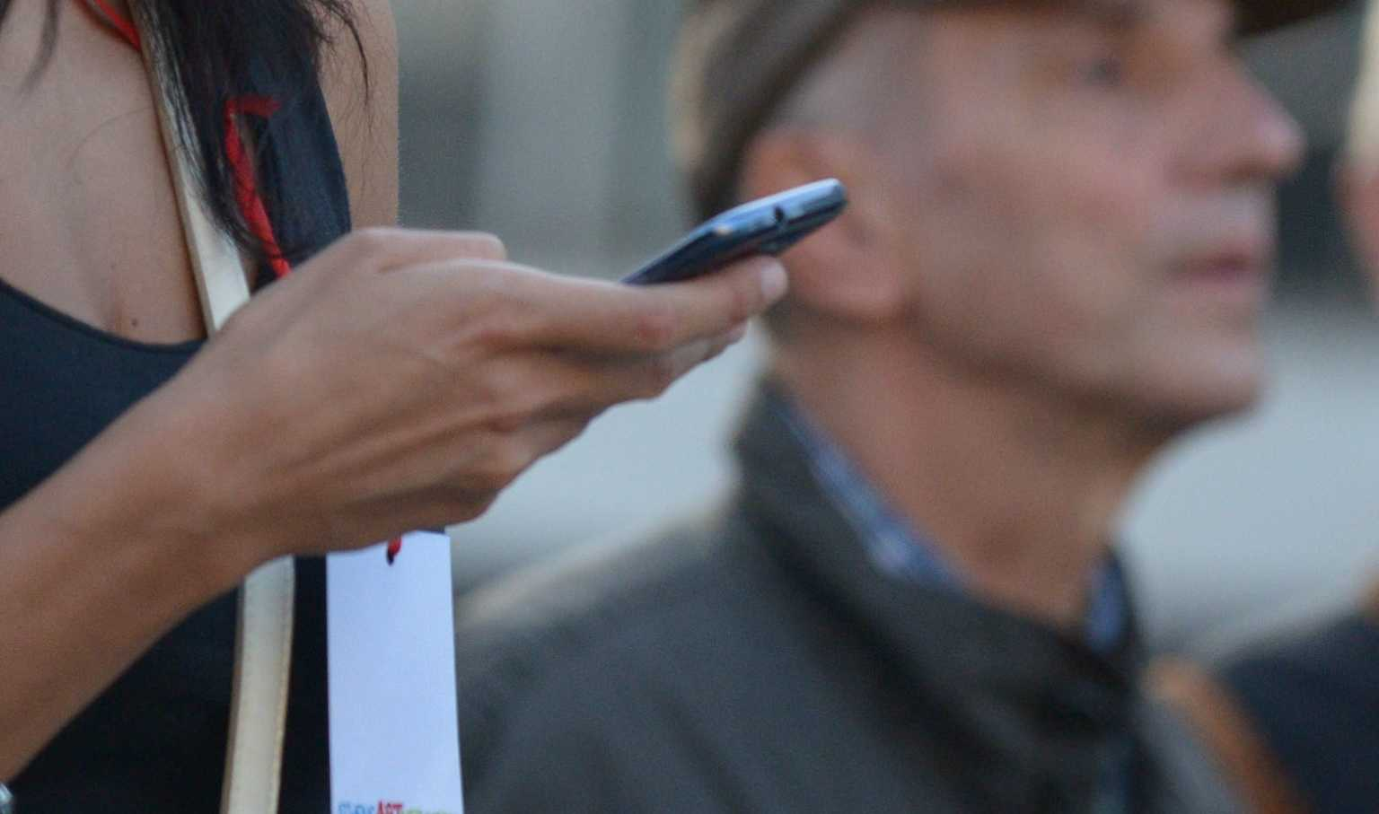 Υφ. Ψηφιακής Διακυβέρνησης για 13033: Δεν υπάρχει θέμα κόφτη στα sms!