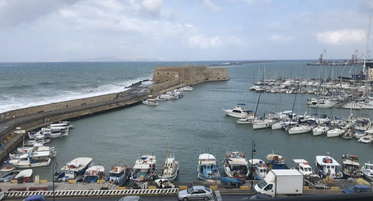 Ο καιρός στην Κρήτη: Χειμωνιάτικη εβδομάδα με βροχές και καταιγίδες στο νησί – Χιόνια στην υπόλοιπη χώρα