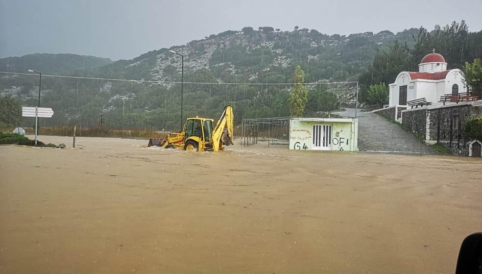 «Πνίγηκε» το Οροπέδιο Λασιθίου: Πλημμύρισαν σπίτια – ακινητοποιήθηκαν αυτοκίνητα