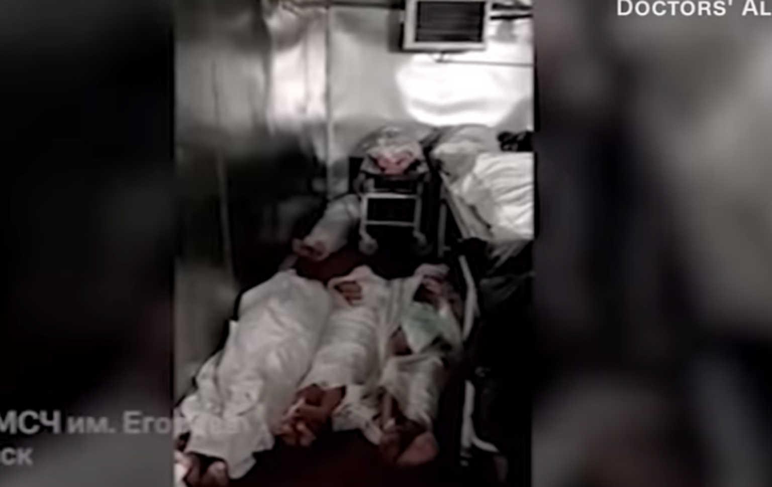 Κορονοϊός: Εικόνες φρίκης στη Ρωσία – Στοιβαγμένα πτώματα το ένα πάνω στο άλλο σε νοσοκομεία