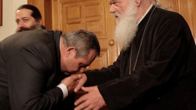 Ο Πάνος κατά του Αρχιεπισκόπου!