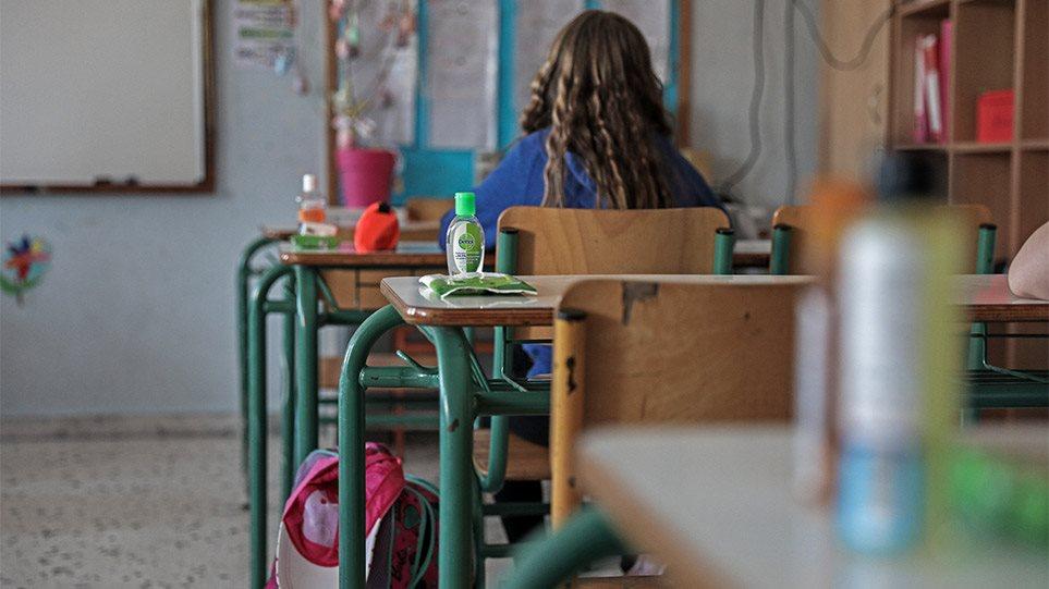 Σχολεία – Κεραμέως: Το πιθανότερο να ανοίξουν πριν τις γιορτές – Πρώτα τα Δημοτικά